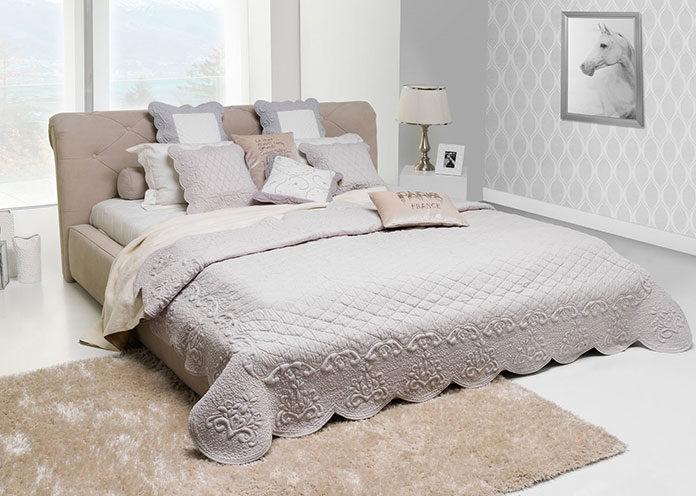 Ładna narzuta na łóżko