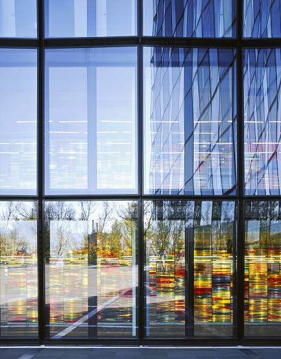 Elewacje szklane a bezpieczeństwo przeciwpożarowe
