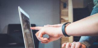 Zakupienie mebli przez internet jest obecnie szybkie i wygodne