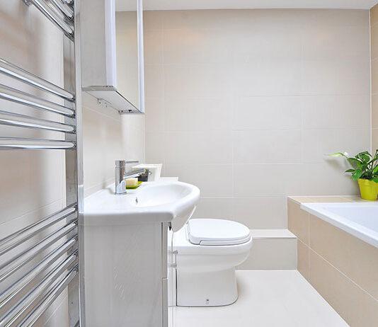 Wybór płytek podłogowych do łazienki